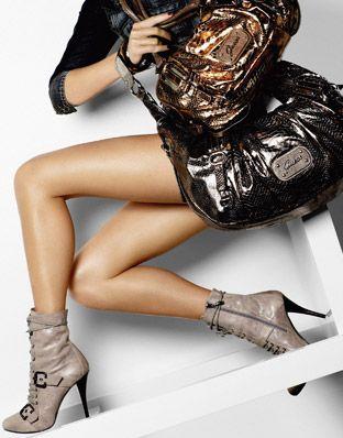 ... - kabelky Guess jeseň / zima 2010 (http://www.luxurymag.sk