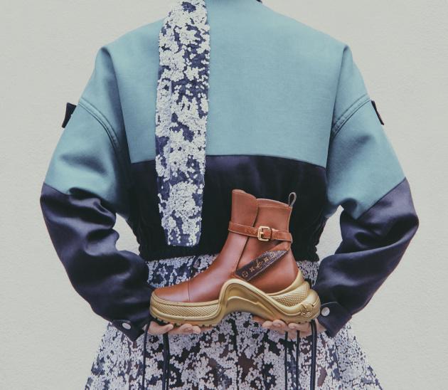 f2631fdb5 Zlaté topánky Louis Vuitton Archlight — LUXURYMAG