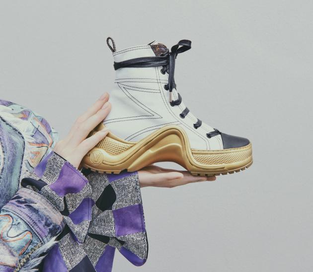 63af34175 Louis Vuitton Archlight topánky, ktoré môžete mať hneď v niekoľkých  verziách, sú moderným poňatím obuvi dneška. A v tejto sezónne interpretácie  sú módnou ...